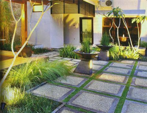 desain halaman rumah terbaru indah nyaman keluarga