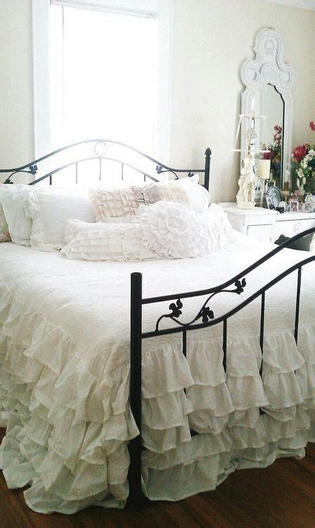 delicate shabby chic bedroom decor ideas shelterness