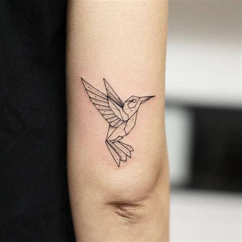 tatouage géométrique homme tatouage animaux origami oiseau et plume en origami pour un tatouage origami id es