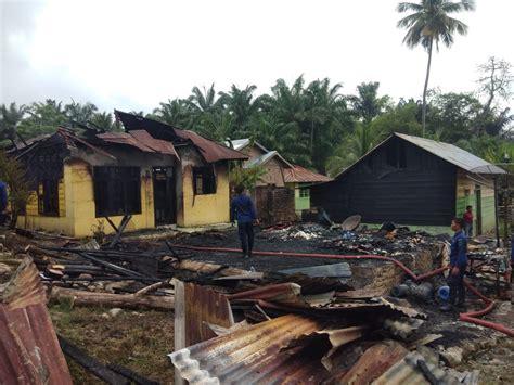 satu unit rumah  warung milik warga  desa padang