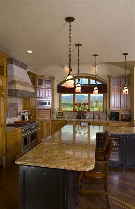luxury craftsman home plan   bedrooms
