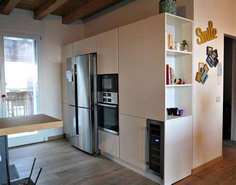 Una cucina con vista è la protagonista di una residenza