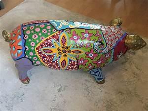 Tierfiguren Aus Kunststoff : tierfigur schwein gro aus kunststoff bunt in pop art stil rechte seite betinakdesign ~ Yasmunasinghe.com Haus und Dekorationen