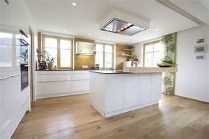 Küche Weiß Hochglanz : k che wei hochglanz eichenboden elemente aus altholz ~ Watch28wear.com Haus und Dekorationen