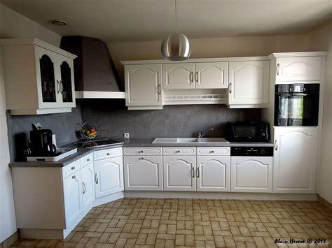 cuisine relookee grise ambiances bois patines cuisine relookée de couleur blanche