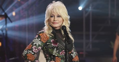 Dolly Parton Plans 'A Holly Dolly Christmas' Special on ...