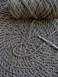Tapis En Crochet : tapis au crochet recyclage et cie ~ Teatrodelosmanantiales.com Idées de Décoration