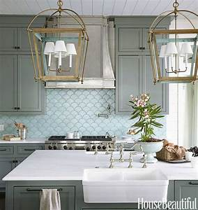 Coastal style kitchen with large, latern like lights and