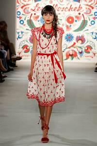 Aktuelle Modetrends 2017 : sommerkleid lena hoschek mode 2018 fashion week berlin juli 2017 ~ Frokenaadalensverden.com Haus und Dekorationen
