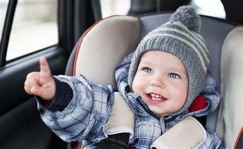 peut on mettre un siege auto devant pourquoi bébé ne doit pas garder manteau dans