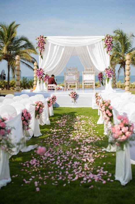 A stunning beach side wedding in Goa WedMeGood