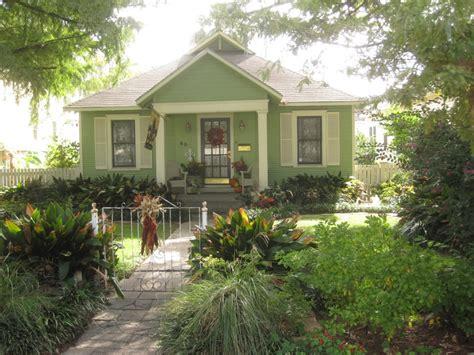 cottage and bungalow cottage and bungalow paint colors historic cottage designs