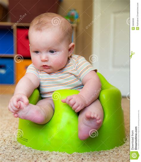 siège bébé bumbo baby bumbo seat to sit up stock image