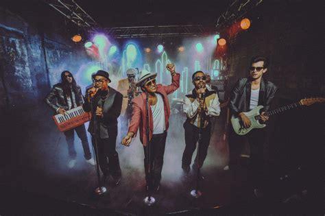 hot  mark ronsons uptown funk earns  week