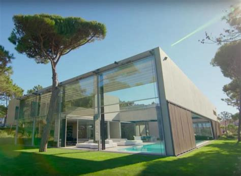 worlds  extraordinary homes  netflix