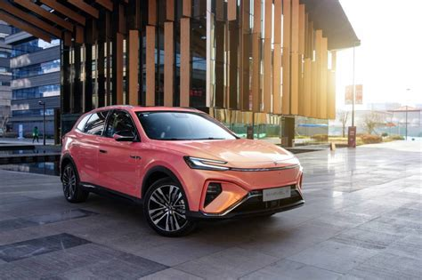 Roewe Marvel R is the world's first model with 5G & C-V2X
