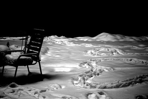 Stuehle Im Schnee by Stuhl Und Herz Im Schnee Foto Bild Stillleben