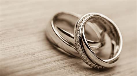 should i go for a diamond wedding band or a plain band
