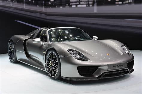 Dubai Polisi Porsche Araba Kullanıyor
