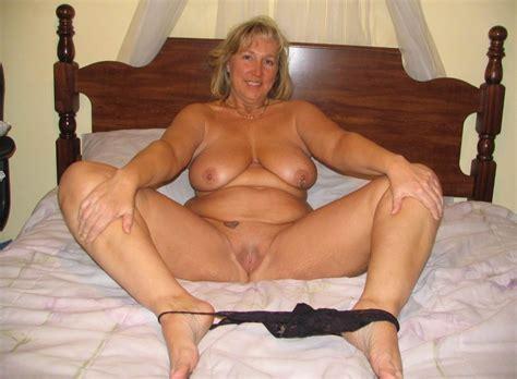 more hot moms picture 1 uploaded by jojobuitenzorg on
