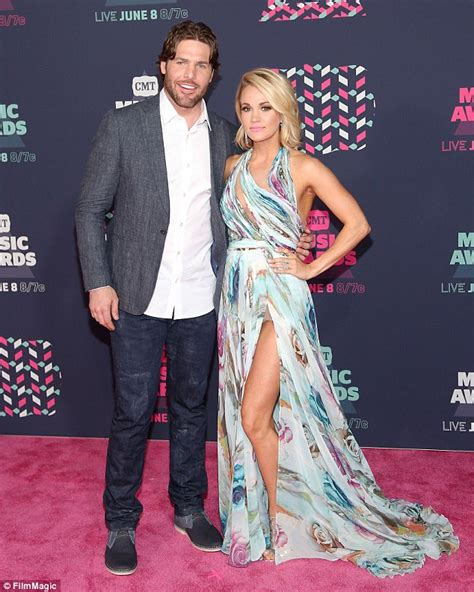 how did carrie underwood meet husband carrie underwood reveals husband mike fisher tracked her down at a fan meet and greet to get a