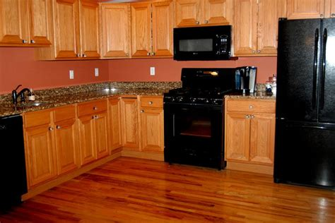 kitchen cabinets with black appliances 1000 images about kitchens with black appliances on Maple