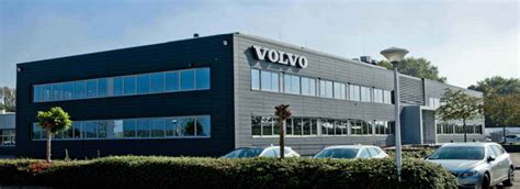 volvo trucks canada customer service number head office