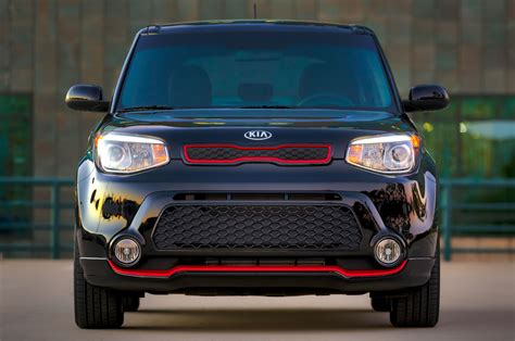 kia soul adds  standard features updated packages
