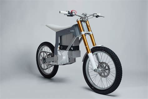 Â�ウェーデン発の電動オフロードバイク「kalk」、その走りは最高の冒険に満ちていた:試乗レヴュー wired.jp