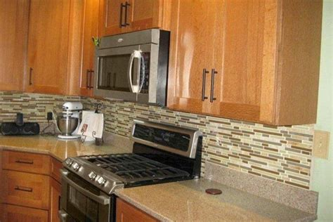 backsplash for kitchen cabinets backsplash ideas for honey oak cabinets kitchen 4251