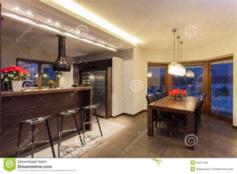 cuisine et comptoir maison comptoir de cuisine et table photo stock