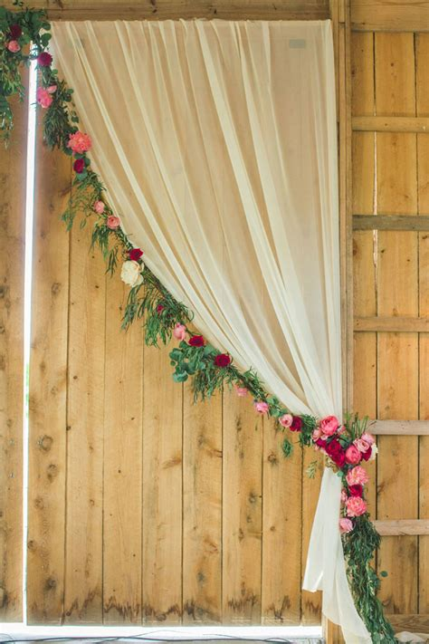 Photo Backdrop Diy by Diy Photo Booths To Suit Any Wedding Chwv