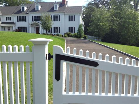 picket driveway gate   canaan ct riverside fence