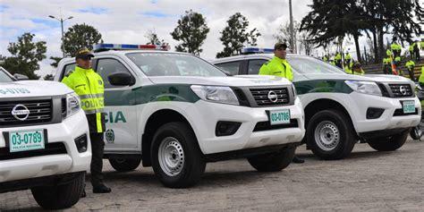 policia nacional de colombia recibe  camionetas nissan
