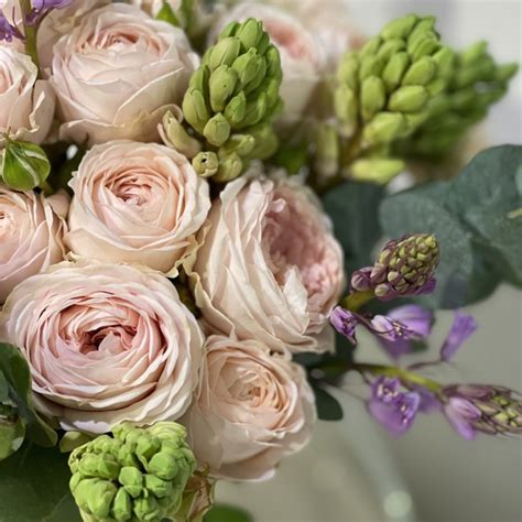 Askētisks ziedu pušķis