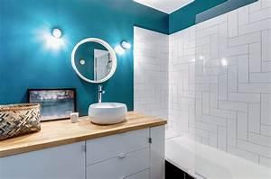 bleu dans la salle de bains 10 inspirations deco cote With salle de bain design avec peinture marine