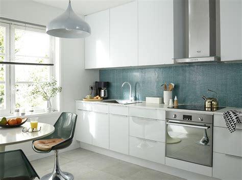 cuisine bleue et blanche je fonds pour une cuisine bleue décoration