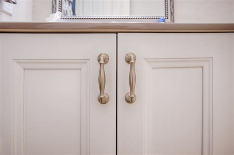 kitchen drawers vs cabinets knobs vs pulls how to choose which one i should use 4735