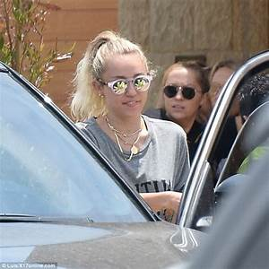 Miley Cyrus enjoys a cosy lunch with mom and sister Brandi ...