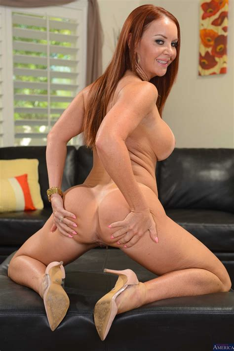 Red Haired Lady Got Naked In Seconds Photos Janet Mason