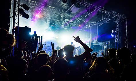 Koncerty latem: kogo warto posłuchać? | CzikCzik.com
