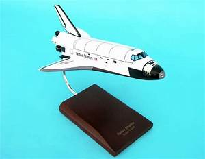 NASA - Space Shuttle Discovery - 1/144 Scale Mahogany Model