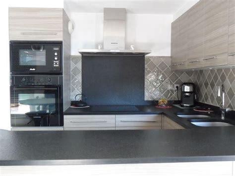 faience cuisine grise carrelage gris taupe cuisine salle de bains faïence de provence à salernes carrelages boutal
