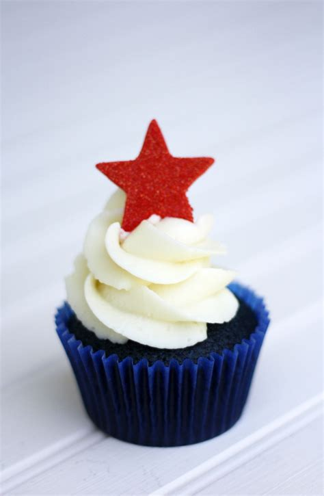 4th of july cupcake red white and blue velvet 4th of july cupcakes super cute sweets