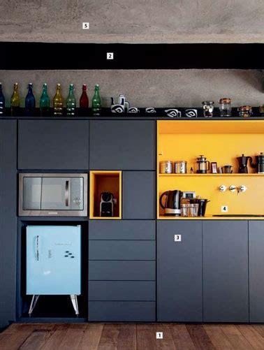 cuisine bleu canard une cuisine bleu canard avec une crédence colorée déco