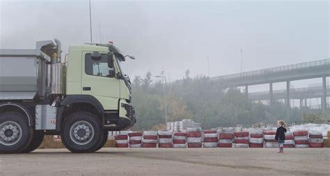 volvo truck ad motorburn volvo 39 s planning to top its 39 epic 39 stunt