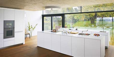 cuisine bulthaup prix cuisine d 39 exposition bulthaup photo 20 20 les surfaces sont en vernis blanc alpin les