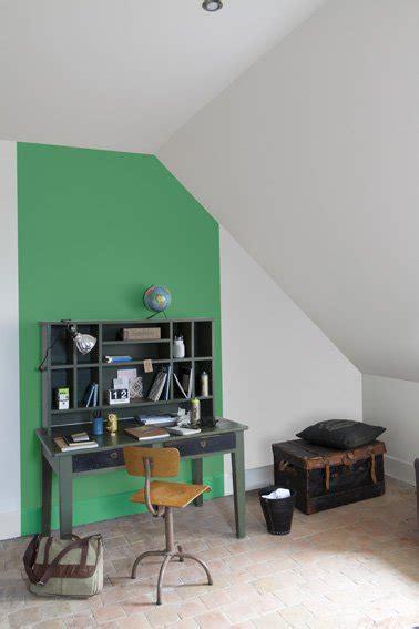 repeindre un bureau peinture verte et grise pour repeindre meuble bureau et mur