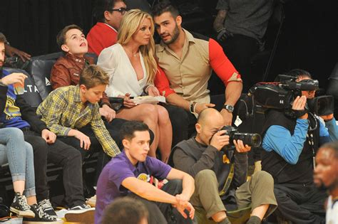 britney spears  happy  lakers game  boyfriend