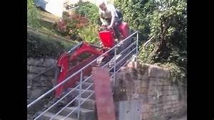 Die Treppe Freudenstadt : bagger f hrt die treppe runter youtube ~ A.2002-acura-tl-radio.info Haus und Dekorationen